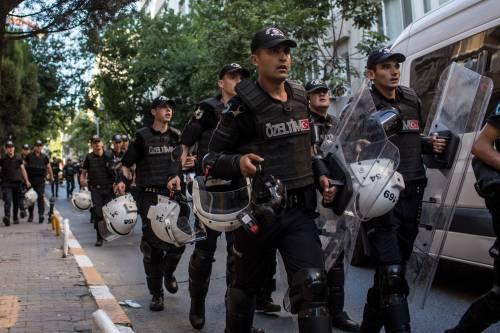 Istanbul, la polizia interrompe il Gay Pride 2