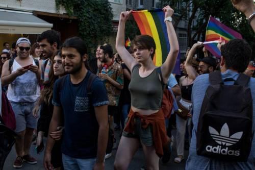 Istanbul, la polizia interrompe il Gay Pride 5