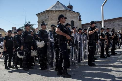 Istanbul, la polizia interrompe il Gay Pride 6