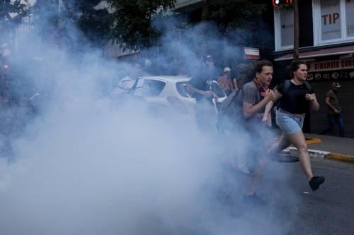 Istanbul, la polizia interrompe il Gay Pride 8