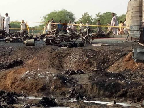 Pakistan, 146 morti nell'incidente a un'autocisterna 5