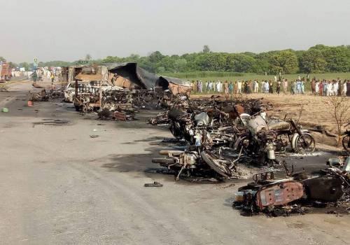 Pakistan, 146 morti nell'incidente a un'autocisterna 12