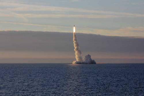 Russia, dopo 13 anni di test entra in servizio il missile balistico Bulava