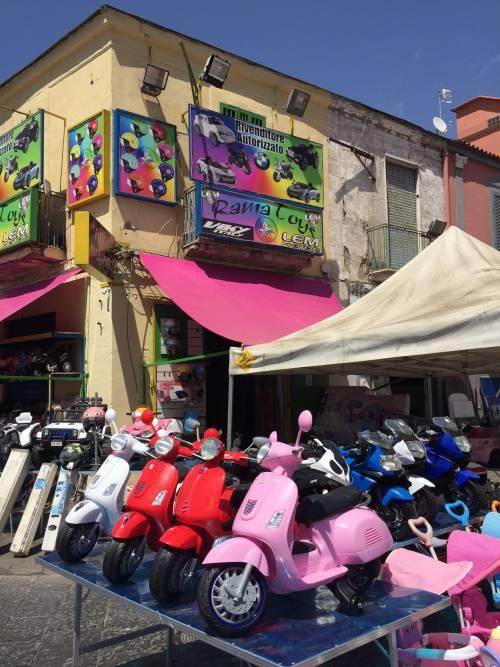 Napoli, il porto e il quartiere Mercato 6