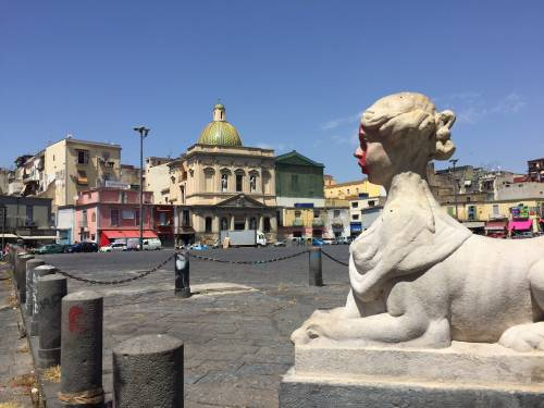 Napoli, il porto e il quartiere Mercato 9