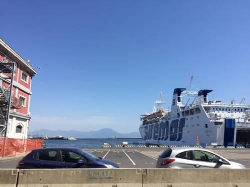 Napoli, il porto e il quartiere Mercato 12