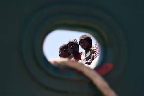 """La Sardegna: """"L'albergo prende soldi pubblici? Non può accogliere i migranti"""""""