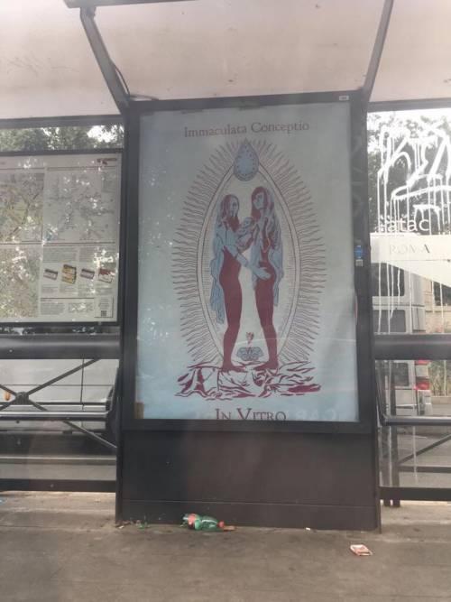 Manifesti blasfemi su Gesù e Maria a Roma