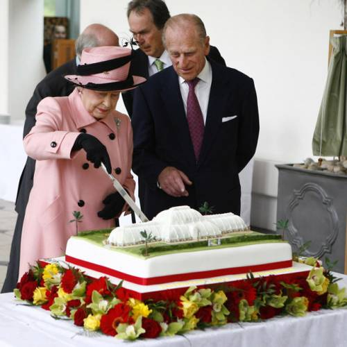 Kate Middleton ed Elisabetta II, stili a confronto 3