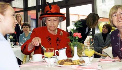 Kate Middleton ed Elisabetta II, stili a confronto 7