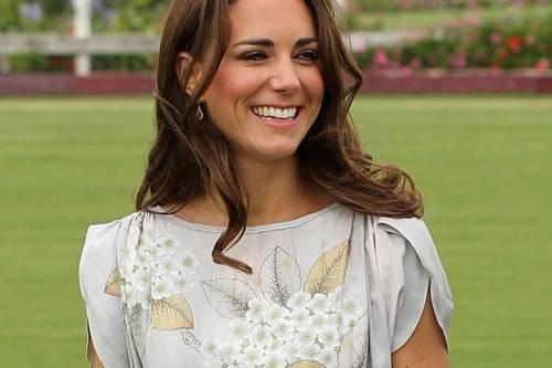 Kate Middleton ed Elisabetta II, stili a confronto 6