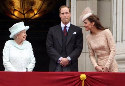 Kate Middleton ed Elisabetta II, stili a confronto 9
