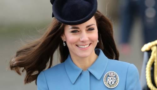 Kate Middleton ed Elisabetta II, stili a confronto 14