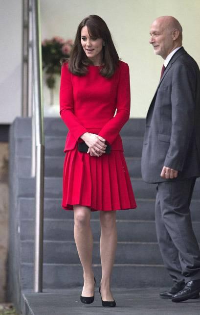 Kate Middleton ed Elisabetta II, stili a confronto 16