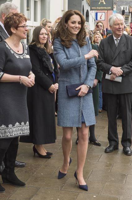 Kate Middleton ed Elisabetta II, stili a confronto 21