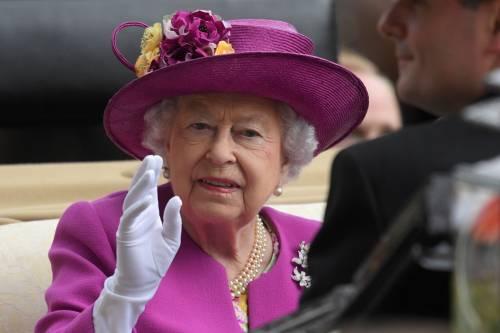 Kate Middleton ed Elisabetta II, stili a confronto 24