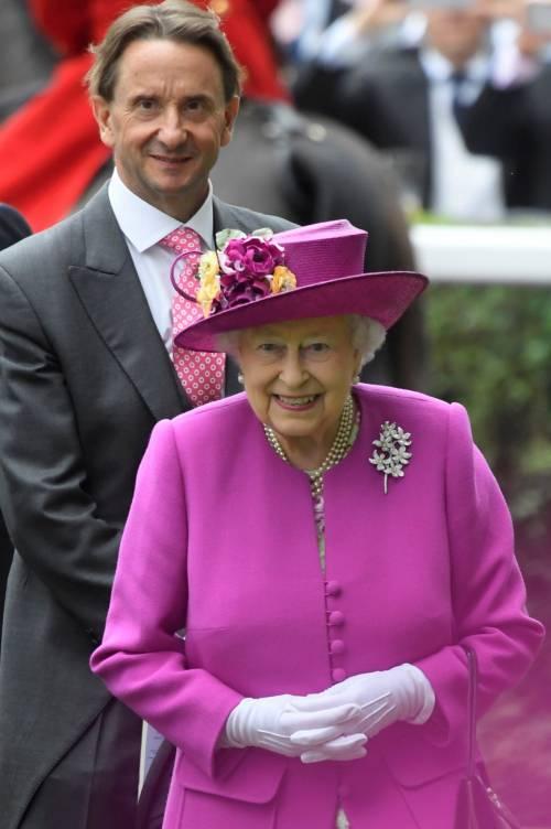 Kate Middleton ed Elisabetta II, stili a confronto 26
