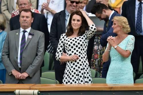 Kate Middleton ed Elisabetta II, stili a confronto 25