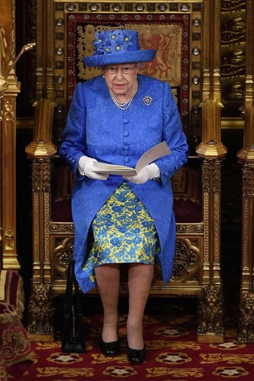 Kate Middleton ed Elisabetta II, stili a confronto 28