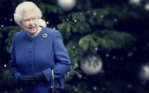 Kate Middleton ed Elisabetta II, stili a confronto 23