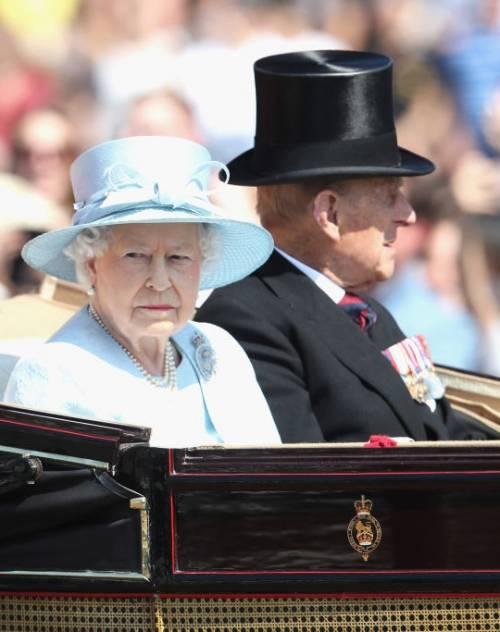 Kate Middleton ed Elisabetta II, stili a confronto 30