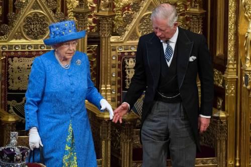 Kate Middleton ed Elisabetta II, stili a confronto 31