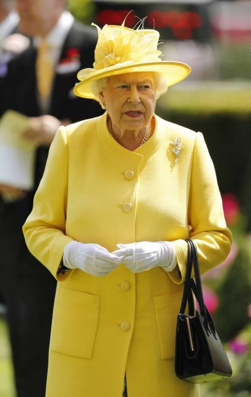 Kate Middleton ed Elisabetta II, stili a confronto 32