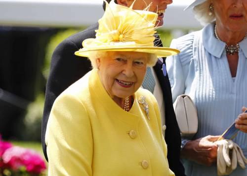 Kate Middleton ed Elisabetta II, stili a confronto 33