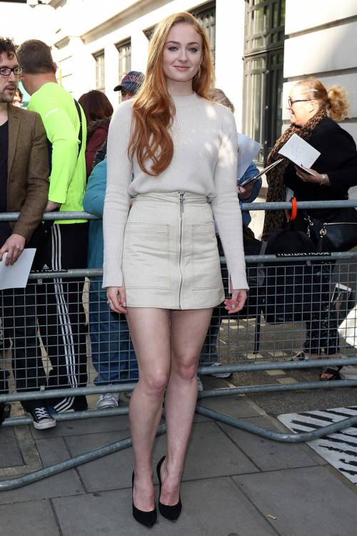 Sophie Turner, le foto sexy 32