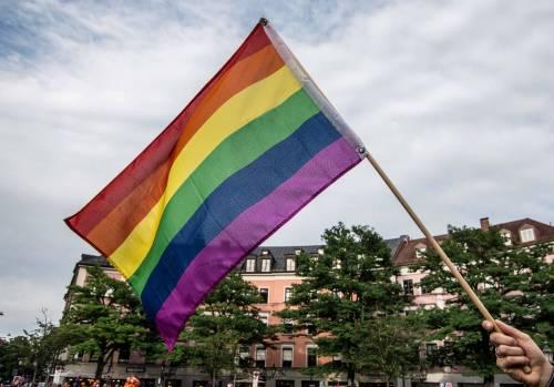 Coppia gay, procura stoppa la registrazione dei figli avuti da madre surrogata
