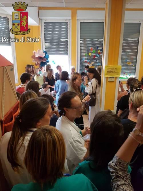 Chris Martin suona per i bambini della clinica De Marchi 3