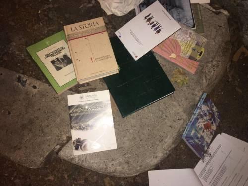 Roma, tesi di laurea buttate nei cassonetti 6