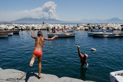 Le fiamme divampano sul Vesuvio 4