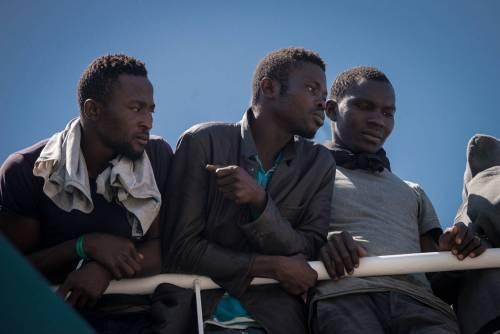 Esodo dal Niger all'Italia: i militari francesi lasciano passare i migranti