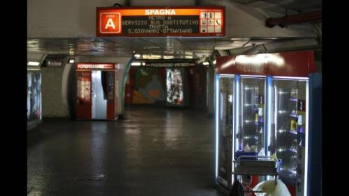 Psicosi coronavirus, uomo sviene in metro: è panico