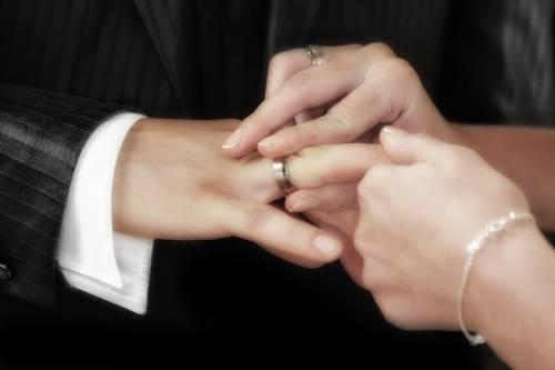 Manca una carta, niente nozze. Comune condannato