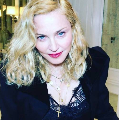 Madonna e Sharon Stone: sexy dive a confronto 4