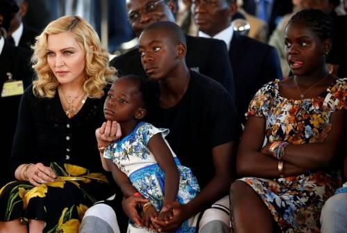 Madonna e Sharon Stone: sexy dive a confronto 6