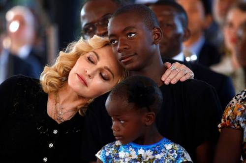 Madonna e Sharon Stone: sexy dive a confronto 8