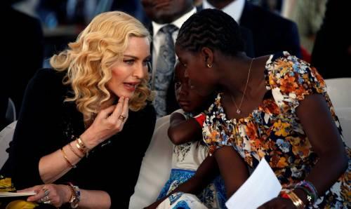 Madonna e Sharon Stone: sexy dive a confronto 7