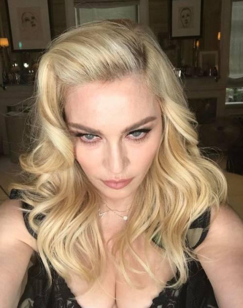 Madonna e Sharon Stone: sexy dive a confronto 9