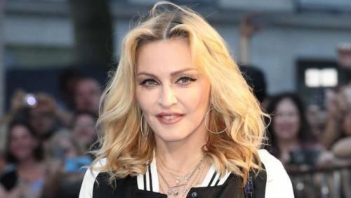 Madonna e Sharon Stone: sexy dive a confronto 3