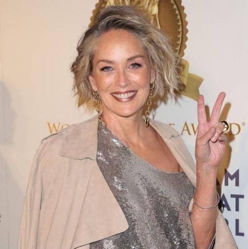 Madonna e Sharon Stone: sexy dive a confronto 32