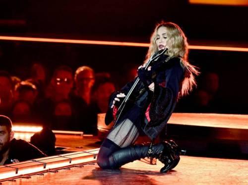 Madonna e Sharon Stone: sexy dive a confronto 35
