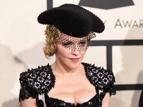 Madonna e Sharon Stone: sexy dive a confronto 38