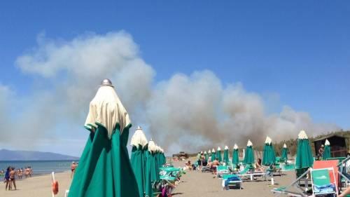 Fiamme fanno evacuare la spiaggia a Capalbio 3