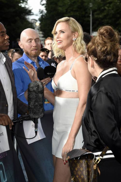 Charlize Theron sexy alla première di Atomic Blonde 5