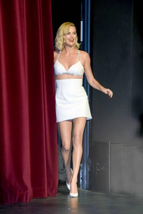 Charlize Theron sexy alla première di Atomic Blonde 8