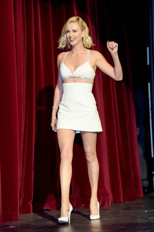 Charlize Theron sexy alla première di Atomic Blonde 9