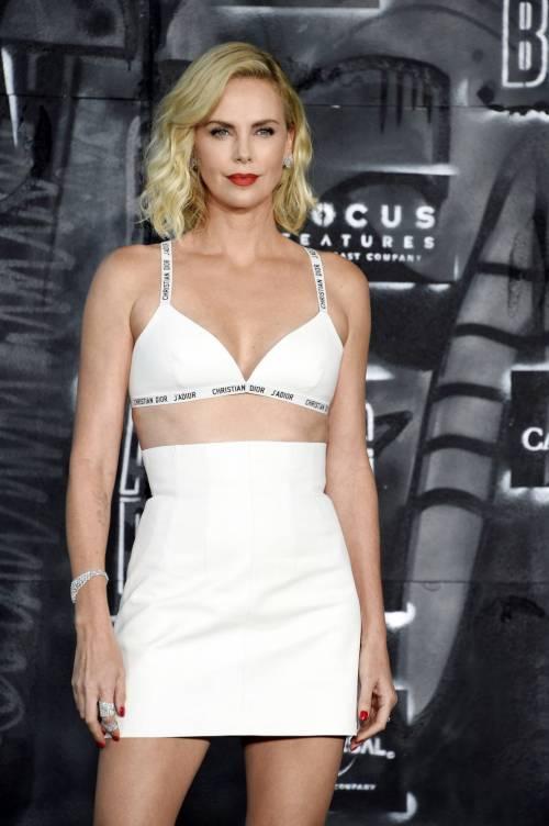 Charlize Theron sexy alla première di Atomic Blonde 18